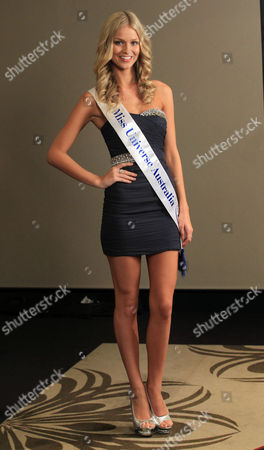Perth Model Renae Ayris Poses For the Media During a Press Conference After Winning the Miss Universe Australia Crown in Melbourne Australia 09 June 2012 Ms Ayris Competed Against 33 Others Last Night and Will Go on to Represent Australia in the Miss Universe Pageant Australia Melbourne