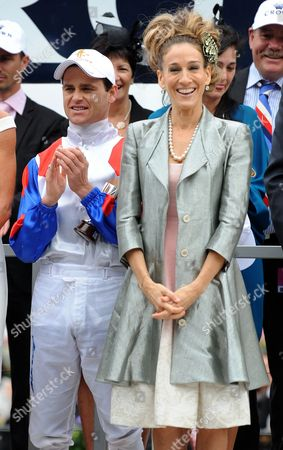 Us Actress Sarah Jessica Parker (r) and Jockey Danny Nikolic Stand on Stage in the Mounting Yard on Oaks Day at Flemington Racecourse in Melbourne Australia 03 November 2011 Oaks Day is the Traditional Ladies Day of the Melbourne Cup Carnival Australia Melbourne