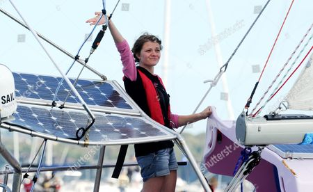 Teen Sailor Jessica Watsonwaves As She Sails Into Sydney Harbour Aboard Her Yacht Ella's Pink Lady Sydney Australia 15 May 2010 Watson 16 Became the Youngest Person to Sail Solo Unassisted and Non-stop Around the World After Crossing 23 000 Nautical Miles (about 38 000km) in 210 Days Australia Sydney