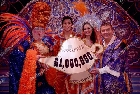 Eric Potts, Bradley Walsh and cast