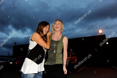 Australian Country Singers Kasey Chambers (l) and Ashleigh Dallas Pose For Photographs During the Tamworth Country Music Festival in Tamworth Australia 23 January 2012 the Year 2012 Marks the 40th Anniversary of the Iconic Festival Australia Tamworth