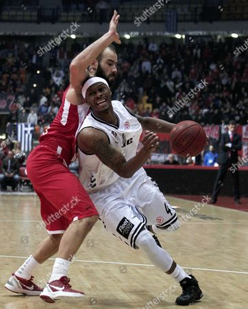 Olympiacos' Vassilis Spanoulis (l) Challenges Daniel Ewing (r) of Besiktas During the Euroleague Top 16 Bbasketball Match Between Olympiacos Piraeus and Besiktas at the 'Peace and Friendship' Stadium in Piraeus Greece 04 January 2013 Greece Athens