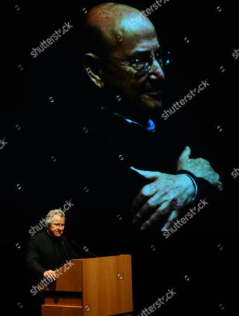 Stock Image of Us Actor Harvey Keitel Deliveres a Speech in the Concert Hall of the Athens Megaron During a Tribute to Greek Film Director Theo Angelopoulos who Died in a Road Accident in January Athens Greece 31 May 2012 Keitel Starred in Angelopoulos' 1995 Film Ulysses' Gaze Greece Athens