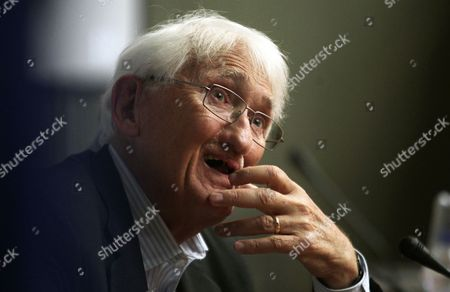 Stock Image of German Philosopher Juergen Habermas Speaks During a Press Conference in Athens Greece 06 August 2013 Addressing the 23rd World Congress of Philosophy Held in Athens For the First Time Habermas Analysed the European Crisis From the Angle of Lack of Political Solidarity and Stated That the European Unification Should Be Completed to Restore Balance Between Politics and the Market Greece Athens