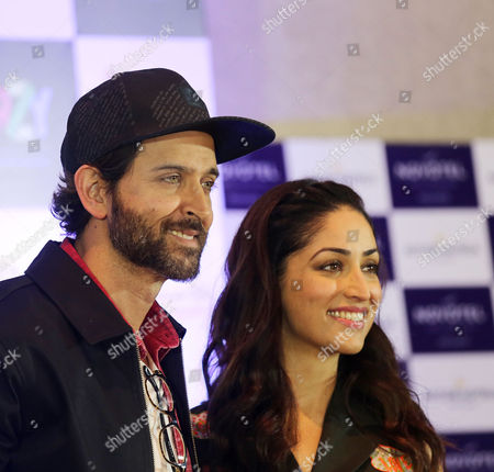 Bollywood actor Hrithik Roshan(L) and co actress Yami Gautam speaks to media as they attend a promotion campaign about their new film Kaabil in Calcutta, eastern India 03 February 2017. The film is directed by Sanjay Gupta and co actor Yami Gautam.