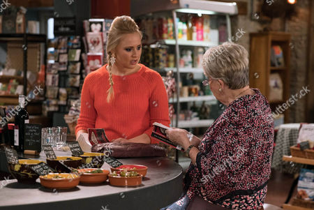 Tracy Metcalfe, as played by Amy Walsh, is disappointed when Pearl Ladderbanks, as played by Meg Johnson, is the only one who's turned up to book club and Tracey is shocked when Pearl suggests they read something a little racier. This gives Tracy food for thought? (Ep 7741 - Mon 6 Feb 2017)