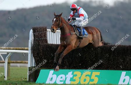 Marcilhac ridden by Liam Treadwell. - RACE 6 - 4:20 Taunton - Bathwick Tyres Handicap Chase (CLASS 3) (5yo+ 0-140) at Taunton Racecourse, Taunton, Somerset, England - PHOTO: Phil Mingo/PPAUK
