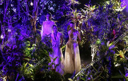 Models present creations by Indian designer Anita Dongre during the Lakme Fashion Week (LFW) Summer/Resort 2017 in Mumbai, India, 05 February 2017. Around 90 designers will showcase their collection until 05 February 2017.