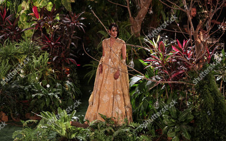A model presents a creation by Indian designer Anita Dongre during the Lakme Fashion Week (LFW) Summer/Resort 2017 in Mumbai, India, 05 February 2017. Around 90 designers will showcase their collection until 05 February 2017.
