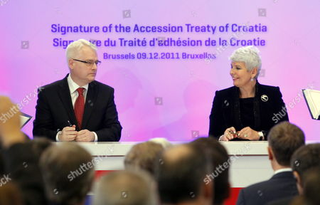 Coratia's President Ivo Josipovic (l) and Croatia's Prime Minister Jadranka Kosor (r) Pictured During a Meeting to Sign the Accession Treaty For Croatia to Join the European Union at the Eu Headquarters in Brussels Belgium 09 December 2011 Croatia and European Union Member States Signed the Treaty That Will Pave the Way For the Balkan Country to Become the Bloc's 28th Member on 01 July 2013 Belgium Brussels
