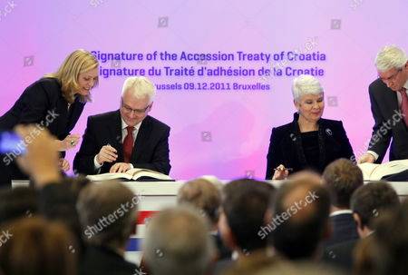 Stock Image of Coratia's President Ivo Josipovic (c-l) and Croatia's Prime Minister Jadranka Kosor (c-r) Pictured During a Meeting to Sign the Accession Treaty For Croatia to Join the European Union at the Eu Headquarters in Brussels Belgium 09 December 2011 Croatia and European Union Member States Signed the Treaty That Will Pave the Way For the Balkan Country to Become the Bloc's 28th Member on 01 July 2013 Belgium Brussels