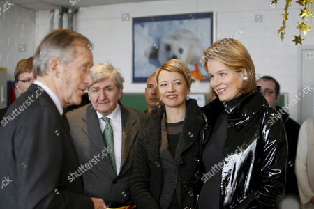 Mayor of Charleroi Jean-jacques Viseur (2-l) Frenchspeaking Community Minister For Children Catherine Fonck and Princess Mathilde of Belgium Talk to the Director (l) During a Visit to the 'Centre De Protection De L'enfant - L'accueil' (children Protection Center - L'accueil) in Gosselies Charleroi 08 January 2008 L'accueil Helps Children Whose Parents Temporarily Can not Take Care of Them and Provides Therapeutic Help For the Child and Its Family Belgium Gosselies