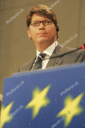 Niklas Zennstrom Chief Executive Officer and Co-founder of Skype Kazaa Joltid and Altnet Pictured During a Press Conference with European Commission Vice-president Gunter Verheugen (not in Picture) Friday 30 June 2006 Belgium Brussels