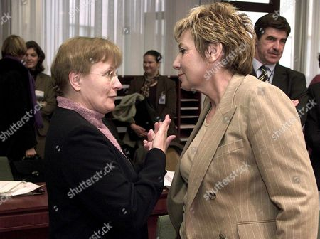 Brussels Belgium : Belgian Health Minister and Current Chairman of the Council Magda Aelvoet (l) Chats with Her Spanish Counterpart Celia Villalobos (r) Prior to the European Health Council Meeting in Brussels 15 November 2001