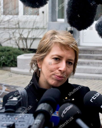 Sp a (flemish Socialists) Party Chairwoman Caroline Gennez is the Centre of Attention As She Talks to the Press After Her Meeting with the Royal Explorer (koninklijke Verkenner - Explorateur Royal) at the Federal Parliament in Brussels Wednesday 24 December 2008 in a Bid to Resolve the New Belgian Government Crisis Belgium Brussels