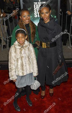 Willow Smith, Adrienne Banfield-Jones and Jada Pinkett Smith