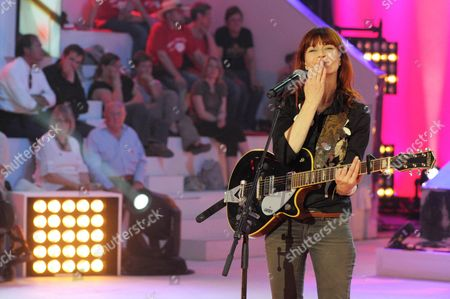 Belgian Singer Axelle Red Performs During the Closing Ceremony of the Televie Charity Event of Rtl-tvi Television in Vilvoorde Belgium 07 May 2011 Belgium Vilvoorde