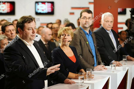 (l-r) N-va Chairman Bart De Wever Sp a Chairwoman Caroline Gennez Groen! Chairman Wouter Van Besien and Ldd Chairman Jean-marie Dedecker Pictured During a Debate Between the Party Chairmen and -women at the Vrt Flemish Public Television Channel on the Day of the General Elections in Brussels 13 June 2010 Belgium Brussels
