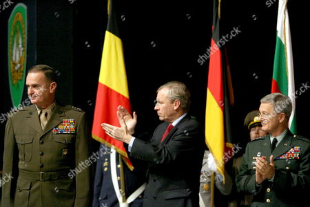 Outgoing Supreme Allied Commander Europe (saceur) of Nato Us Marine General James L Jones (l) is Applauded by Nato Secretary General Jaap De Hoop Scheffer (c) and His Successor Us Army General John Craddock (r) During the Change of Command Ceremony at the Shape (supreme Headquarters of the Allied Powers in Europe) in Casteau Belgium Thursday 07 December 2006 Belgium Casteau
