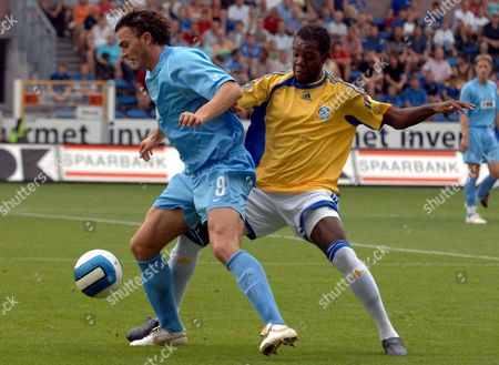Marcin Zewlakow (l) of Gent Vies with Kim Jaggy (r) of Grasshoppers During Their Intertoto Cup Soccer Match in Gent Belgium Saturday 22 July 2006 Belgium Gent