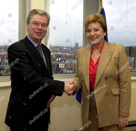Bru02 - 2002020220 - Brussels Belgium: Spanish Health Minister Celia Villalobos (r) Meets Wednesday 20 February 2002 Irish Eu Commissioner For Health and Consummer Protection David Byrne (l) at the Eu Headquarter in Brussels Epa Photo Belga/ Etienne Ansotte Belgium Brussels