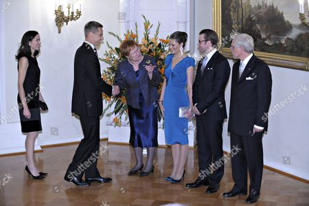 Swedish Crown Princess Victoria (c) and Prince Daniel (2-r) with Finnish President Tarja Halonen (3-l) and Her Husband Doctor Pentti Arajarvi (r) Welcome Foreign Minister of Finland Alexander Stubb (2-l) and His Wife Suzanne Innes-stubb (l) Prior to a Dinner at the Presidential Palace on 01 November 2010 in Helsinki Finland the Swedish Royals Are on an Official Visit to Finland Finland Helsinki