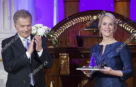 Biochemical Engineer Frances Arnold (r) of the Usa is Applauded by Finland's President Sauli Niinisto (l) who Awarded Her the 2016 Millennium Technology Prize For 'Directed Evolution' in Helsinki Finland 24 May 2016 the Technology Academy Finland (taf) Declared the American Scientist Winner of the 2016 Millennium Technology Prize Which is Regarded a Prestigious Award For Technological Innovation That Enhance the Quality of Peoples Lives the Bi-annual Prize That was Awarded For the Seventh Time Since It First was Conferred in 2004 is Donated with One Million Euros Finland Helsinki