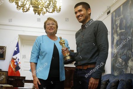 Chilean President Michelle Bachelet (l) Poses with Director of Punkrobot Production Company Gabriel Osorio (r) During a Meeting at La Moneda Palace in Santiago Chile 01 March 2016 Osorio and His Team of Punkrobot Winning the Academy Awards Oscar For the Animated Short 'Bear Story' Chile Santiago