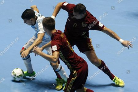 Argentina's Cristian Borruto (l) Vies For the Ball with Rusia's Eder Lima (r) and Ivan Chishkala (c) During the Fifa Futsal World Cup Colombia 2016 Final Between Argentina and Russia at Coliseo Del Pueblo De Cali Valle Del Cauca Colombia 01 October 2016 Colombia Cali