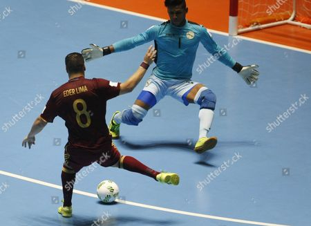 Cuba's Nelson Johnston (r) Fights For the Ball with Russia's Eder Lima (l) During Their Futsal 2016 World Cup Match in Cali Colombia 16 September 2016 Colombia Bucaramanga