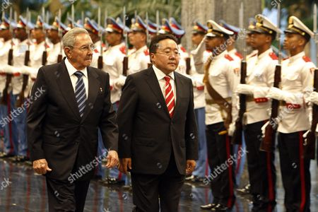 Cuban President Raul Castro (l) and President of Mongolia Tsakhiagiin Elbegdorj (r) Review an Honor Guard at the Headquarters of the State Council in Havana Cuba 15 September 2016 Cuba Havana
