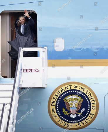 Us President Barack Obama Waves From the Door of the 'Air Force One' Jet After His Arrival on Jose Marti Airport in Havana Cuba 20 March 2016 Barack Obama Arrives in Cuba For an Official Visit Until 22 March to Seal the Process of Rapprochement with the Communist-ruled Island Obama is Accompanied by His Wife Michelle His Daughters Malia and Sasha and His Mother-in-law Marian Robinson the Visit of Obama to Cuba From 20 to 22 March 2016 is the First Visit of a Us President to Cuba Since Us President Calvin Coolidge's Visit 88 Years Ago Cuba Havana