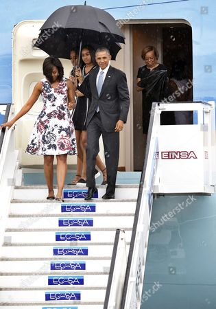 Us President Barack Obama (front R) Carries an Umbrella As He and First Lady Michelle Obama (front L) Disembark From 'Air Force One' Upon Their Arrival on Jose Marti Airport in Havana Cuba 20 March 2016 Walking Behind Are Their Daughters Malia (c-r) Sasha Obama (c-l) and Marian Robinson (r) Barack Obama Arrives in Cuba For an Official Visit Until 22 March to Seal the Process of Rapprochement with the Communist-ruled Island Obama is Accompanied by His Wife Michelle His Daughters Malia and Sasha and His Mother-in-law Marian Robinson the Visit of Obama to Cuba From 20 to 22 March 2016 is the First Visit of a Us President to Cuba Since Us President Calvin Coolidge's Visit 88 Years Ago Cuba Havana