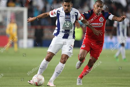 Carlos Salcido (r) of Guadalajara in Action Against Franco Jara (l) of Pachuca During a Torneo Clausura Soccer Match at the Hidalgo Stadium in Pachuca Mexico 23 April 2016 Mexico Pachuca