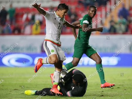 Mexico's Angel Saldivar (l) in Action Against Nigeria's Daniel Akpeyi (c Bottom) During Their Friendly Soccer Match at Victoria Stadium in Aguascalientes Mexico 02 July 2016 in Preparation For the Upcoming Rio 2016 Olympic Games Mexico Aguascalientes
