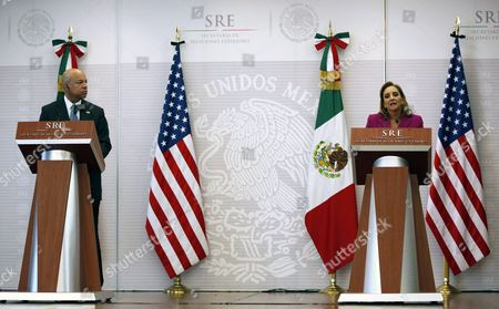 Mexican Foreign Affairs Secretary Claudia Ruiz Massieu (r) and Us Secretary of Homeland Security Jeh Johnson (r) Talk During a Joint Press Conference in Mexico City Mexico on 11 October 2016 After the Meeting of Both Officials Johnson Said That Both Countries Continue to Work to Find New Ways of Confronting 'Mutual Security Interests' Especially Tied to Migration Matters Mexico Mexico City