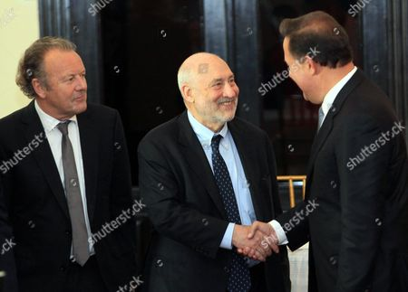 Nobel Prize of Economy 2001 Joseph Stiglitz (c) Greets Panamanian President Juan Carlos Varela (r) As Swiss Academic Lawyer and Anti-corruption Expert Mark Pieth (l) Looks on During a Ceremony Installing the Independent Committee of Experts For the Center of Financial Services of Panama in Panama City Panama 29 April 2016 the Panamanian Government Installed the Committee of Seven Experts Led by Stiglitz to Evaluate the Financial System of the Country and to Help Strengthening It After the Scandal of the Panama Papers Leak Panama Panama City