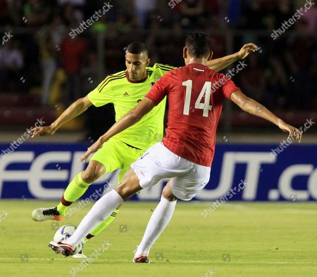 Ismael Diaz (r) of Panama in Action Against Victor Garcia (l) of Venezuela During a Friendly Match Between Panama and Venezuela in Panama City Panama 24 May 2016 Panama Panama City