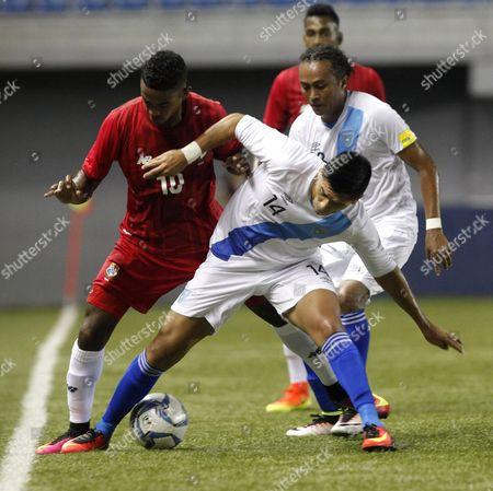Edgar Yoel Barcenas (l) of Panama Vies For the Ball with Rafael Morales (r) of Guatemala During the Friendly Soccer Match Between Panama and Guatemala in Panama City Panama 10 August 2016 Panama Panama City