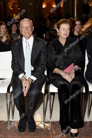 Publishing House 'Ivorypress' Aditor Elena Foster (r) who Won the 'Spanish Patron 2016' Award and Her Husband British Architect Norman Foster (l) Attend the Iberoamerican Patronage Awards Gala at the Real Casa De Correos in Madrid Spain 22 February 2016 Spain Madrid