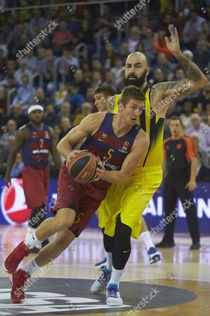 Fc Barcelona Lassa's Justin Doellman (l) Fighgts For the Ball with Pero Antic (r) of Fenerbahce Istanbul During the Euroleague Basketball Game Between Fc Barcelona Lassa and Fenerbahce Istanbul at Palau Blaugrana Stadium in Barcelona Catalonia Spain 21 October 2016 Spain Barcelona