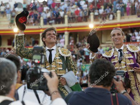Spanish Bullfighters Cristina Sanchez (r) and Julian Lopez El Juli (l) Celebrate After the Feria De San Jualian Bullfighting in Cuenca Spain 20 August 2016 Spain Cuenca
