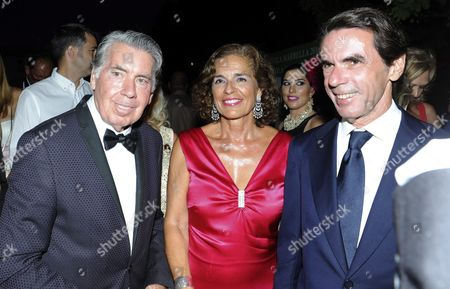 Former Spanish Prime Minister Jose Maria Aznar (r) His Wife Former Madrid' S Mayor Ana Botella (c) and Former Tennis Player Manolo Santana (l) Pose As They Arrive to the Spanish Association Against Cancer Charity Gala Held in Marbella Malaga Southern Spain 05 August 2016 Spain Marbella (m?laga)