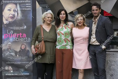 Argentine Director Marina Seresesky (2-l) Poses with Spanish Cast Members Terele Pavez (l) Carmen Machi (2-r) and Asier Etxeandia (r) During the Presentation of 'La Puerta Abierta' by Argentine Director Marina Seresesky in Madrid Spain 31 August 2016 the Movie Will Be Released in Spanish Theatres on 02 September Spain Madrid