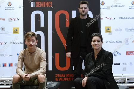 Spanish Actors Laia Marull (r) and Javier Mendo (l) and Filmmaker Alberto Morais (c) Pose As They Present Their Movie 'La Madre' (the Mother) at the 61st Valladolid International Film Festival Seminci in Valladolid Spain 25 October 2016 the Festival Runs From 22 to 29 October Spain Valladolid