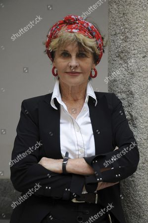 Stock Image of British Actress Julie Christie Poses Before a Reading of Nicolas Guillen and Pablo Neruda Poems at the Hay Festival in Segovia Spain 24 September 2016 Spain Segovia