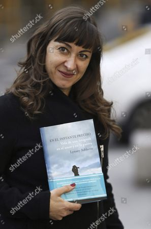 Stock Image of Us Photographer Lynsey Addario Poses During the Presentation of Her Autobiography Book 'It's what i Do: a Photographer's Life of Love and War' in Madrid Spain 04 March 2016 Addario who was in 2009 Pulitzer Prize For International Reporting Relates in Her Experience in Wars Such As Afghanistam Libya Irak Darfur and Another Conflicts in the World After the 11-s This Memories Will Turn Into a Movie Shooted by Steven Spielberg and Staring by Jennifer Lawrence Spain Madrid
