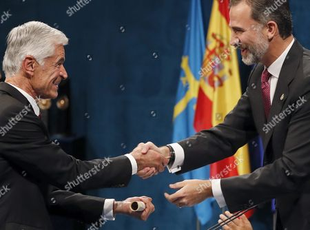 Spain's King Felipe Vi (r) Presents the 2016 Princess of Asturias Award of Communication and Humanities to Us Photographer James Nachtwey During the 36th Edition of the Princess of Asturias Awards Handover Ceremony at the Campoamor Theatre in Oviedo Province of Asturias Spain 21 October 2016 Spain Oviedo