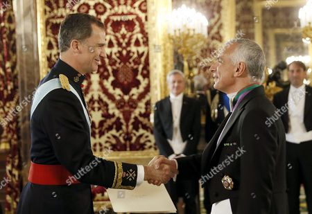 Spain's King Felipe Vi (l) Receives Credentials From New Italian Ambassador in Spain Stefano Sannino During a Ceremony at Royal Palace in Madrid Spain 07 April 2016 Spain Madrid