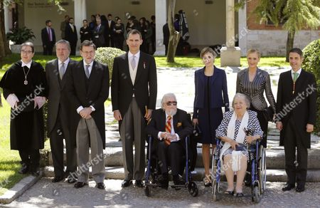 Spain's King Felipe Vi (c-l) Queen Letizia (c-r) Spanish Acting Prime Mimister Mariano Rajoy (3-l) Acting Education Minister Inigo Mendez De Vigo (2-l) and Madrid's Regional Government President Cristina Cifuentes (2-r) Among Others Stand with Mexican Writer Fernando Del Paso (c) and His Wife Maria Del Socorro Gordillo (3-r) After Del Paso Received the Miguel De Cervantes 2015 Award During a Ceremony at the Alcala De Henares University on the Outskirts of Madrid Spain 23 April 2016 the Literary Award is Presented Annually to Honor the Work of an Author in the Spanish Language Since 1975 Spain Alcala De Henares